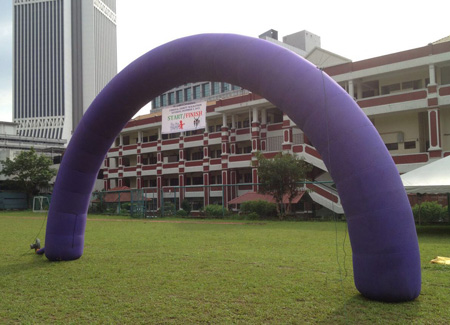 Inflatable arch for starting point or finish lane
